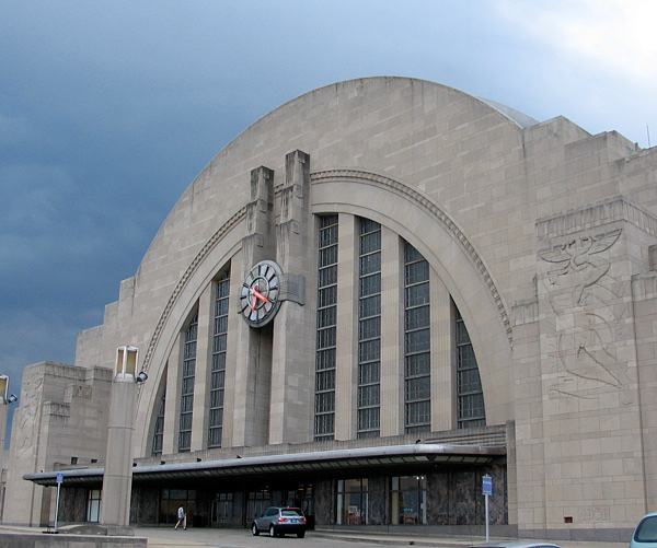 The Cincinnati Museum Center occupies the former train station, a remarkable Art Deco building