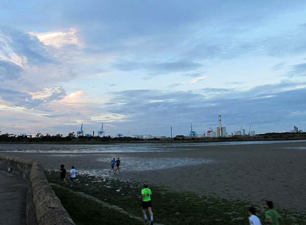 In spite of the fact that my photos largely ignore them, there were many other people along the shore that evening.